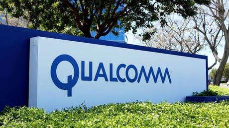 Logotipo de Qualcomm en el exterior de uno de sus edificios en San Diego (California, EE.UU.).