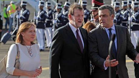 El presidente español, Mariano Rajoy, con el embajador Jesús Silva. 17 de octubre de 2013.