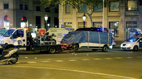 La Policía regional retira una furgoneta sospechosa, Barcelona, Cataluña, España, 18 de agosto de 2017.