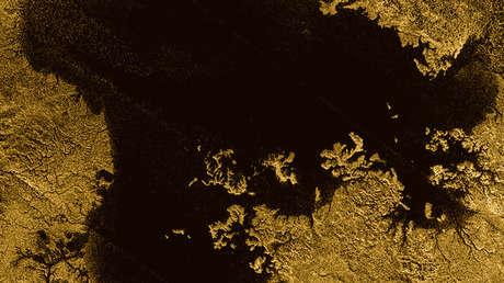 El mar de Ligeia en Titán. Imagen captada por la sonda Cassini
