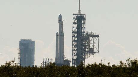 Un cohete Falcon Heavy en la plataforma de lanzamiento 39A en el Kennedy Space Center de Florida, el 11 de enero de 2018.