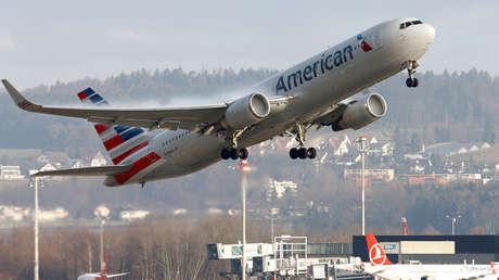 Un avión Boeing 767-300 de American Airlines despega del aeropuerto de Zurich el 9 de enero de 2018.