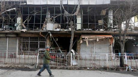 La policía, en el lugar del atentado con bomba en Kabul, Afganistán, el 28 de enero de 2018