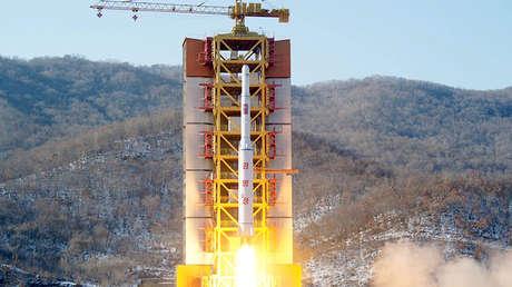 Un misil de largo alcance de Corea del Norte durante su lanzamiento en el sitio de lanzamiento de Sohae.