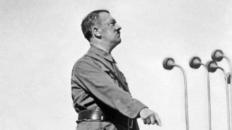 Adolf Hitler durante un discurso en 1937