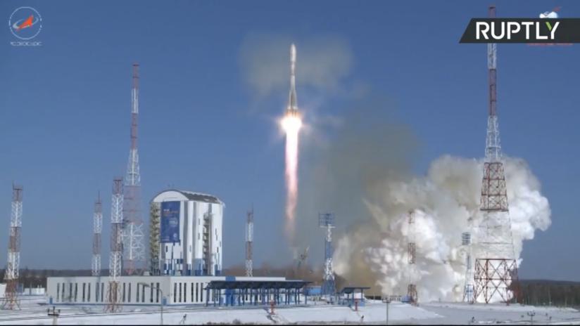 VIDEO: Lanzamiento de un cohete portador Soyuz con varios satélites a bordo