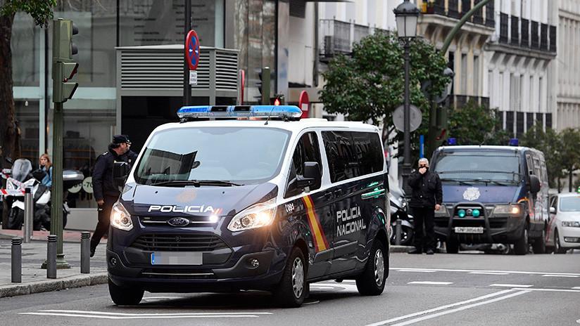 Detienen a una mujer por abandonar a su bebé de tres días en los escalones de una iglesia en Madrid