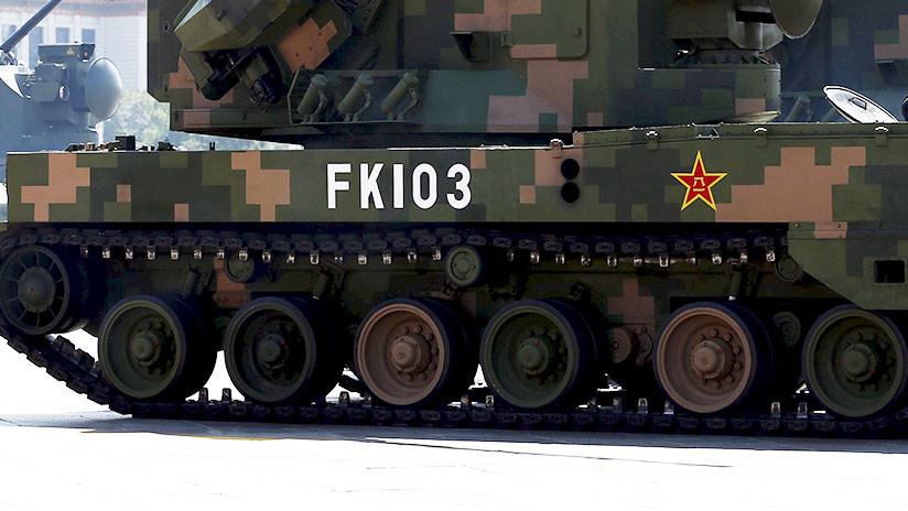 FOTO: Multan a un ciudadano chino por conducir un 'tanque' que él mismo había construido