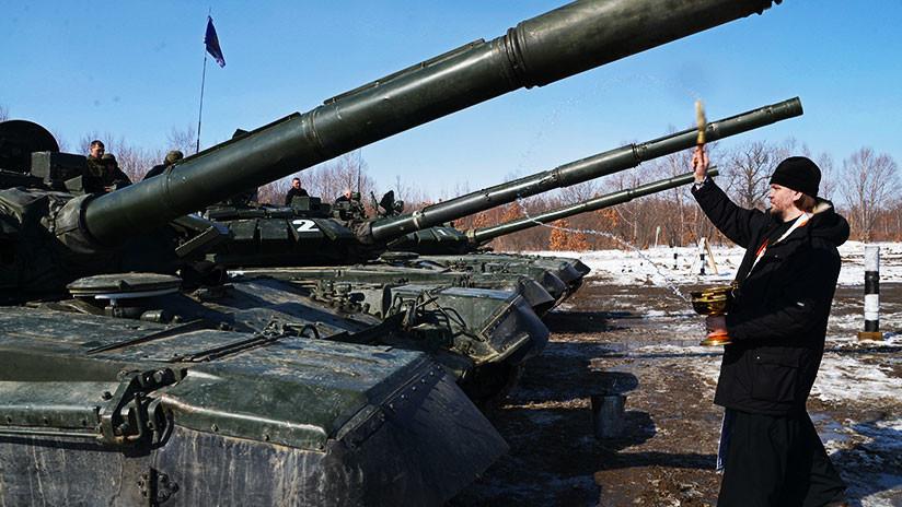 'A Dios rogando y con el mazo dando': Capellanes castrenses rusos aprenderán a manejar blindados