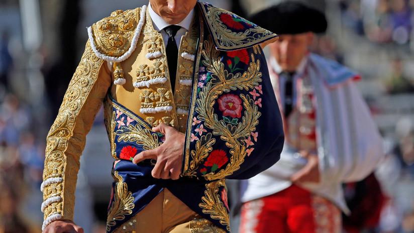 """""""Grite, sea impuntual y olvide sus modales"""": la receta de The Times para convertirse en español"""