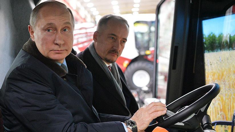 """VIDEO: """"Yo podría trabajar como operador de cosechadoras"""", bromea Putin"""