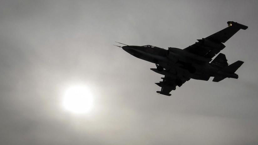 VIDEO: Avión ruso Su-25 evade el fuego de extremistas en Siria