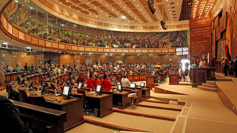 Evacúan la Asamblea Nacional de Ecuador por una falsa amenaza de bomba