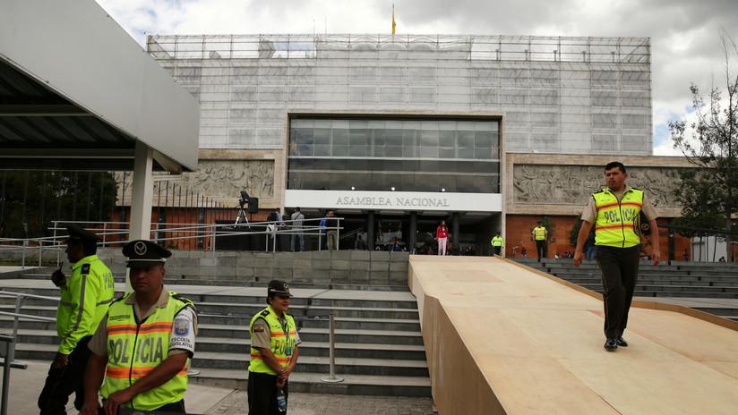 Evacúan el Parlamento de Ecuador por amenaza de bomba días antes del referendo