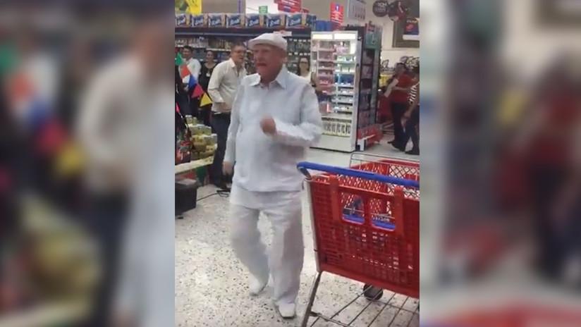 VIDEO: Un carismático anciano deslumbra con su contagioso baile a la clientela de un supermercado