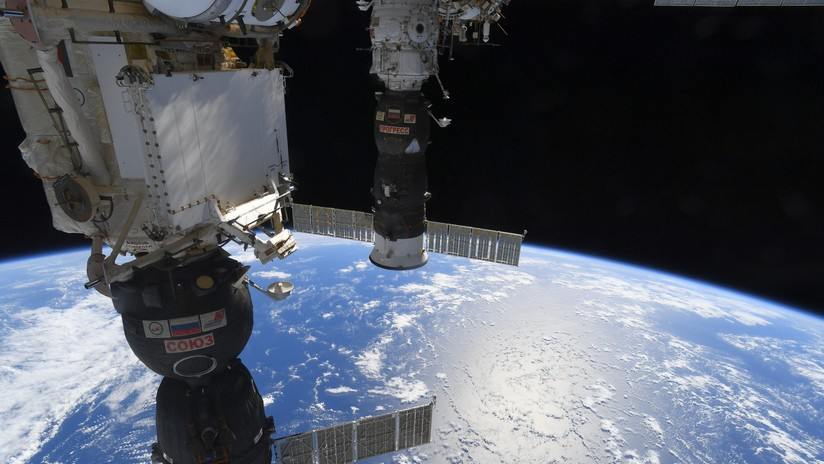 Cosmonautas rusos baten 'por accidente' un récord en el espacio abierto