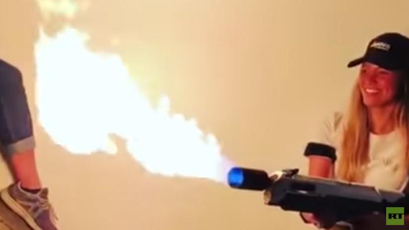 """""""No lanzallamas"""": Elon Musk renombra sus 'armas antizombis' por problemas con las aduanas"""
