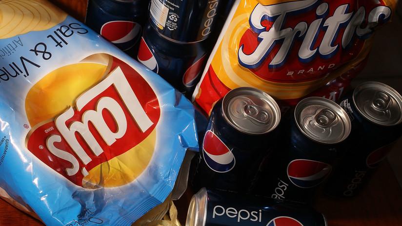 """Controversia por la propuesta de PepsiCo de sacar papas fritas """"más femeninas"""" para mujeres"""