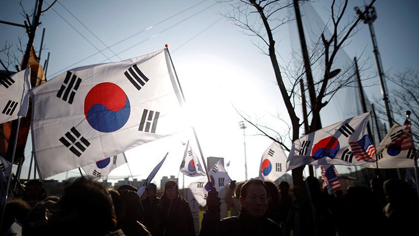 Manifestaciones en Corea del Sur antes del primer partido del equipo femenino intercoreano de hockey