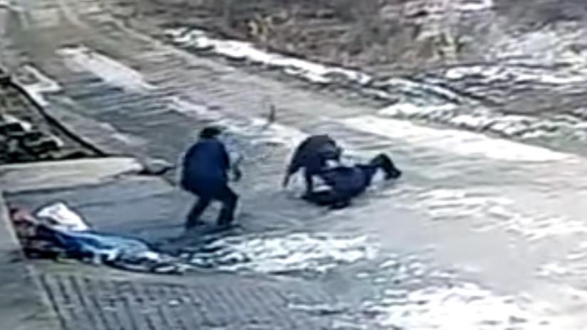 VIDEO BRUTAL: Un jabalí ataca sin piedad a un grupo de personas