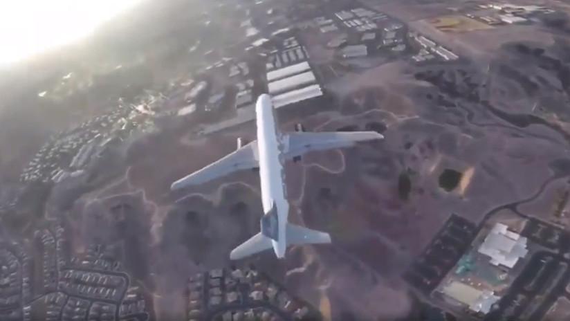 """Un """"imprudente"""" dron vuela a pocos metros de un avión aterrizando en Las Vegas (VIDEO)"""