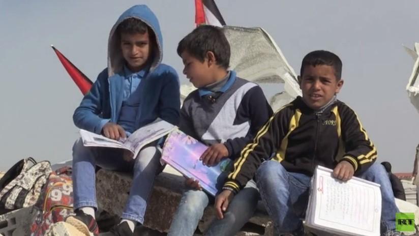 VIDEO: Niños palestinos protestan por la demolición de la única escuela de su comunidad por Israel