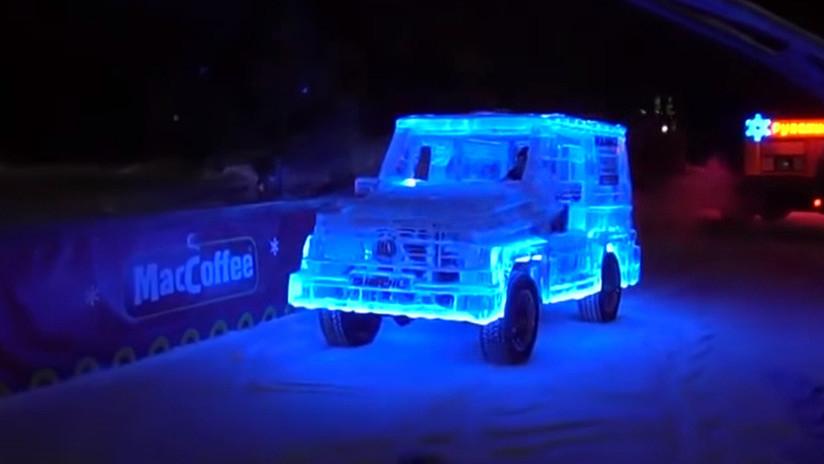VIDEO: Este 'Mercedes' hecho 'a lo ruso' con 5 toneladas de hielo es completamente funcional