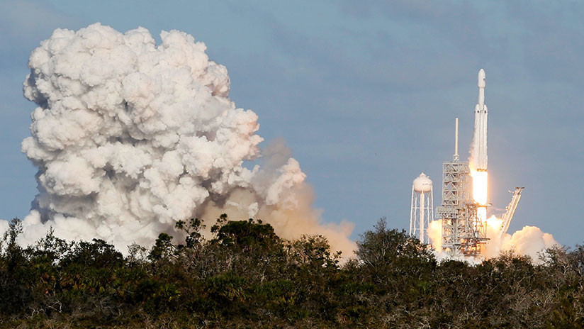 ¡Histórico! Despega el Falcon Heavy de SpaceX, el cohete más potente del mundo (VIDEO)
