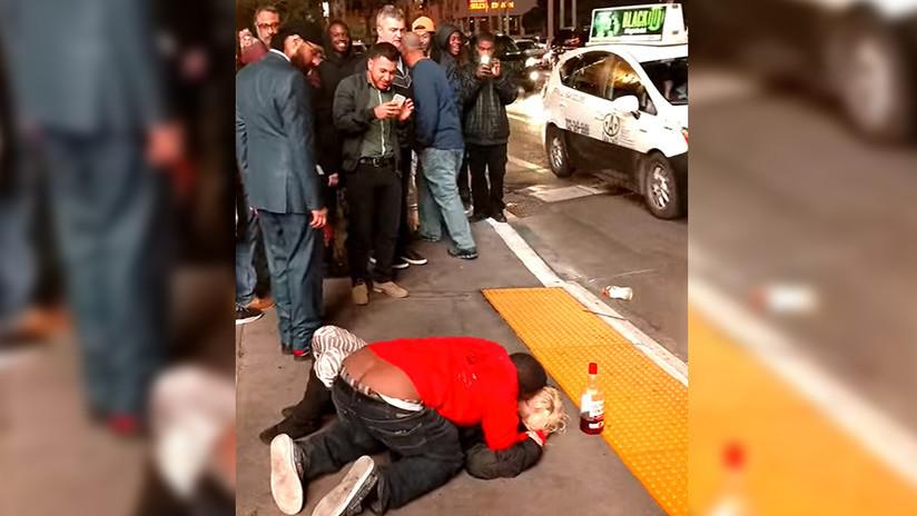 Una mujer inconsciente es abusada en plena calle de Las Vegas sin que nadie intervenga