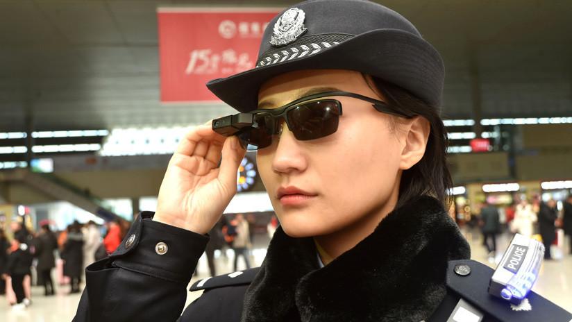 Los policías 'robocop' empiezan a patrullar las calles en China