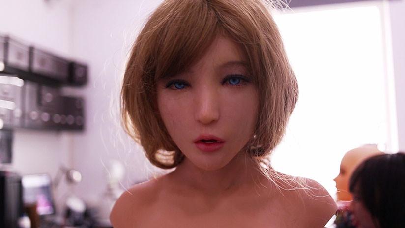 VIDEO: Inventan robot sexual inteligente capaz de reír cuando se le hace una broma