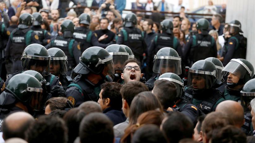 España: Imputados dos antidisturbios por las cargas durante el referéndum en Barcelona