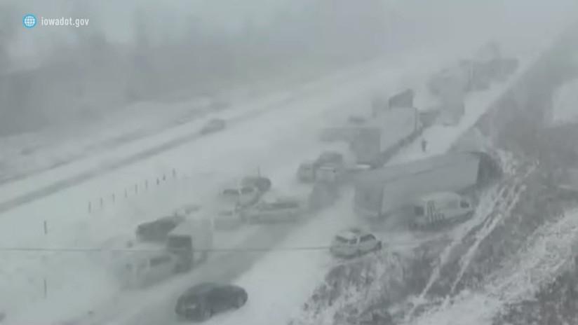 Nieve, hielo y niebla: Unos 70 vehículos sufren un accidente masivo en EE.UU.