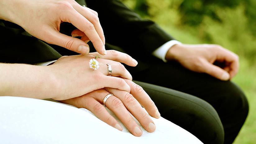 El primer país en revertir el permiso a matrimonios homosexuales