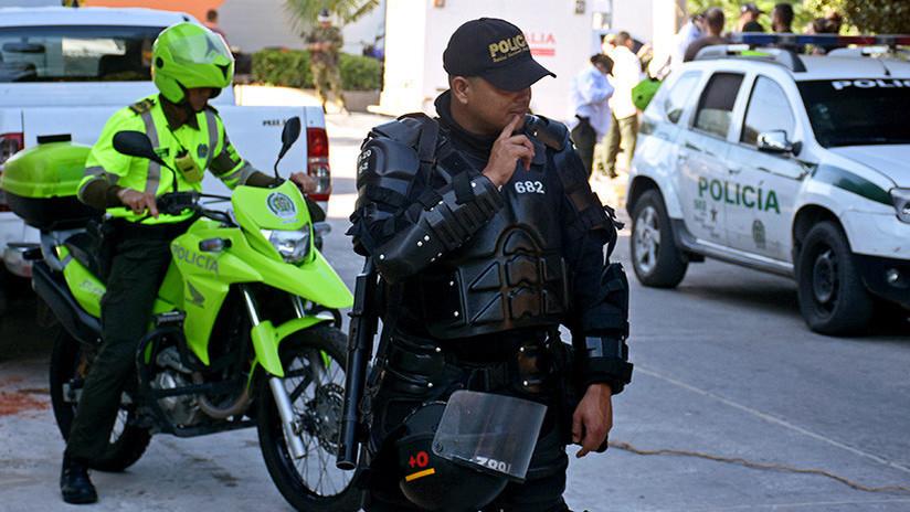 Policía mata a tiros a un joven colombiano que lo amenazó tras no pagar una gaseosa (VIDEO +18)
