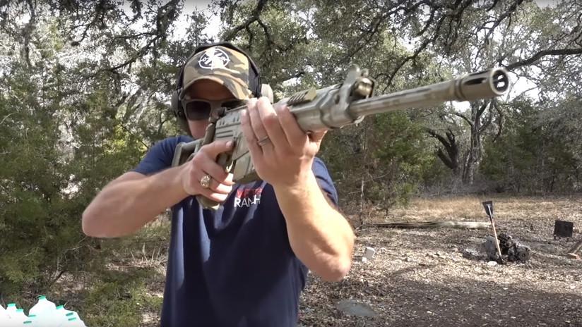 VIDEO: ¿Puede una pala de metal sólido detener un impacto directo de bala?