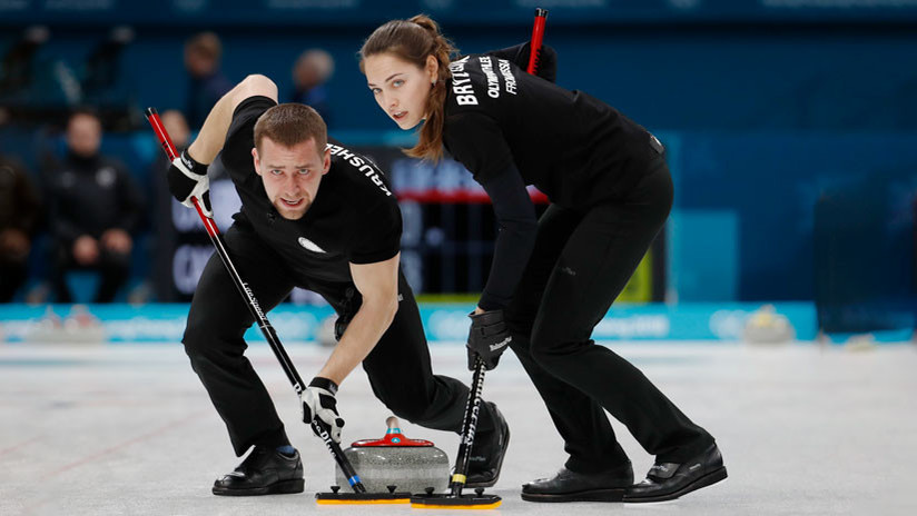 """Un periodista de EE.UU. dice que los deportistas rusos de curling parecen """"espías"""" de las películas"""