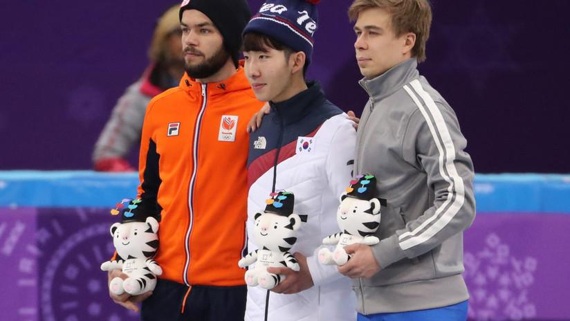 JJ.OO.: Acusan a patinador holandés de realizar un gesto obsceno durante la ceremonia de premiación