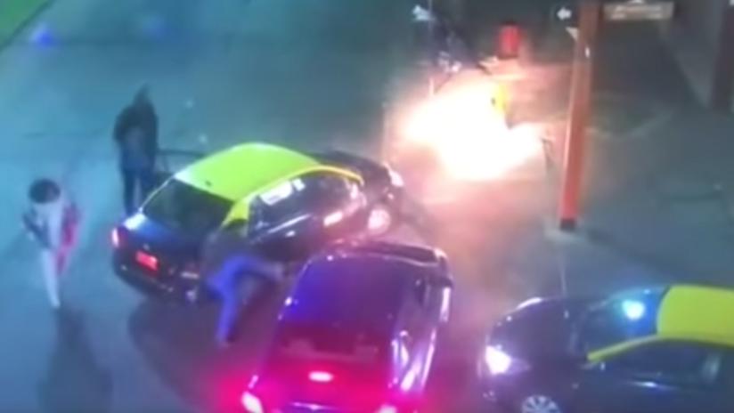 VIDEO: Dos taxistas chilenos agreden brutalmente a un conductor de Uber