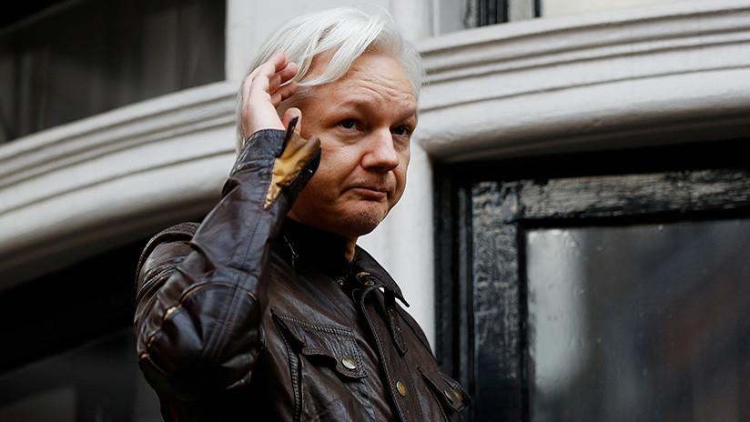 """""""Fue su elección vivir en la Embajada"""": Un tribunal británico confirma la orden de arresto a Assange"""