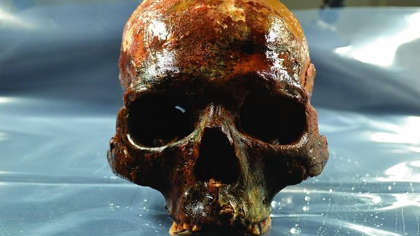 Descubren un misterioso enterramiento subacuático con cráneos sin mandíbulas atravesados por estacas
