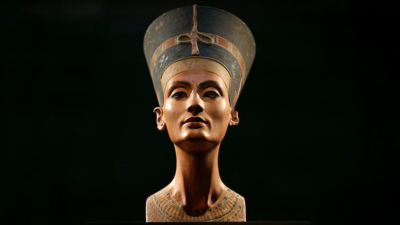 FOTO: Un busto de la reina Nefertiti mostrado en un documental causa indignación en la Red