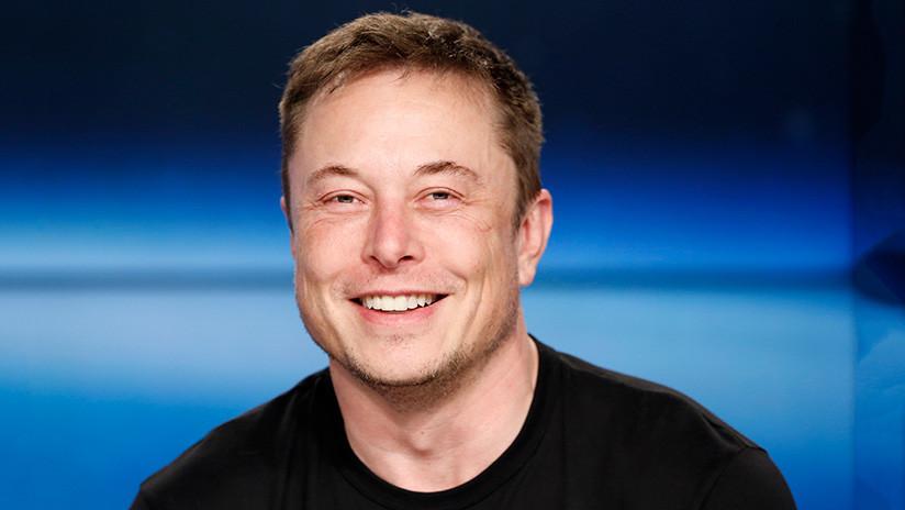 """Elon Musk: """"Me comeré mi sombrero si el cohete de un competidor vuela antes de 2023"""""""