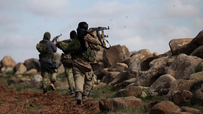 """""""Me presionaron para que cometiera un atentado suicida"""": Un ruso relata su vida con el EI en Siria"""