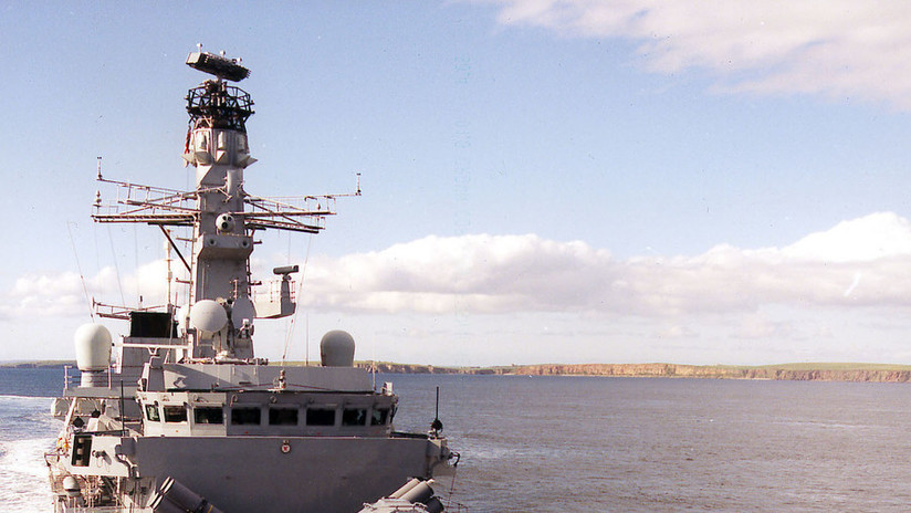 Una fragata militar británica se dirige a aguas chinas en una acción que provoca a Pekín