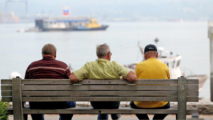 """Empresarios españoles sugieren aumentar edad de retiro """"hacia edades mucho más tardías"""" que los 67"""