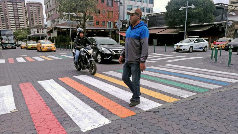 Quito amanece con colores de la bandera LGBTI en los pasos de cebra