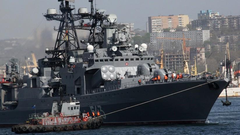 FOTOS, VIDEO: Arde un buque antisubmarinos de la Flota rusa del Pacífico