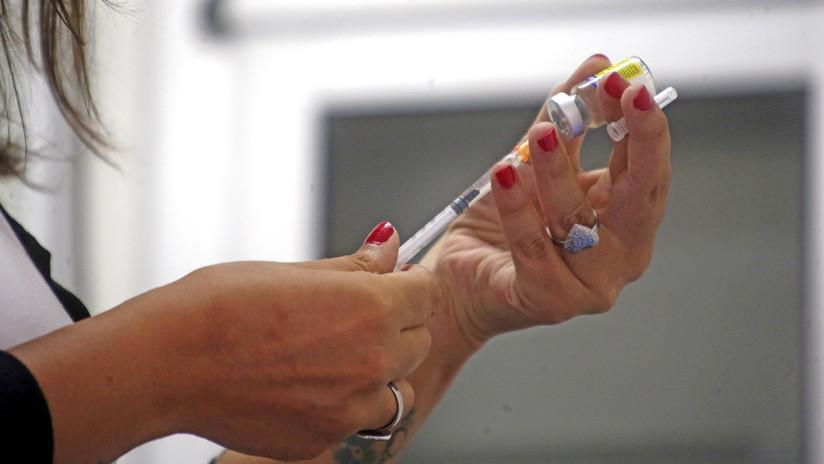 Un peligroso delincuente secuestra a dos enfermeras para vacunar a toda una favela