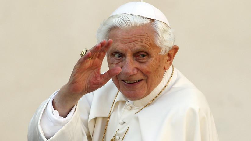 El Vaticano niega que Benedicto XVI sufra una enfermedad paralizante